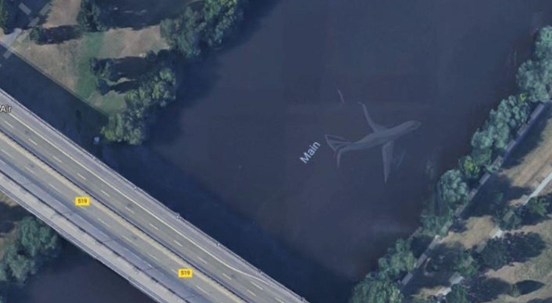 google maps flugzeug im wasser