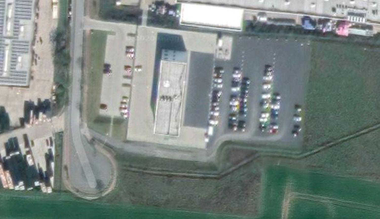 google maps hakenkreuz auf dem dach